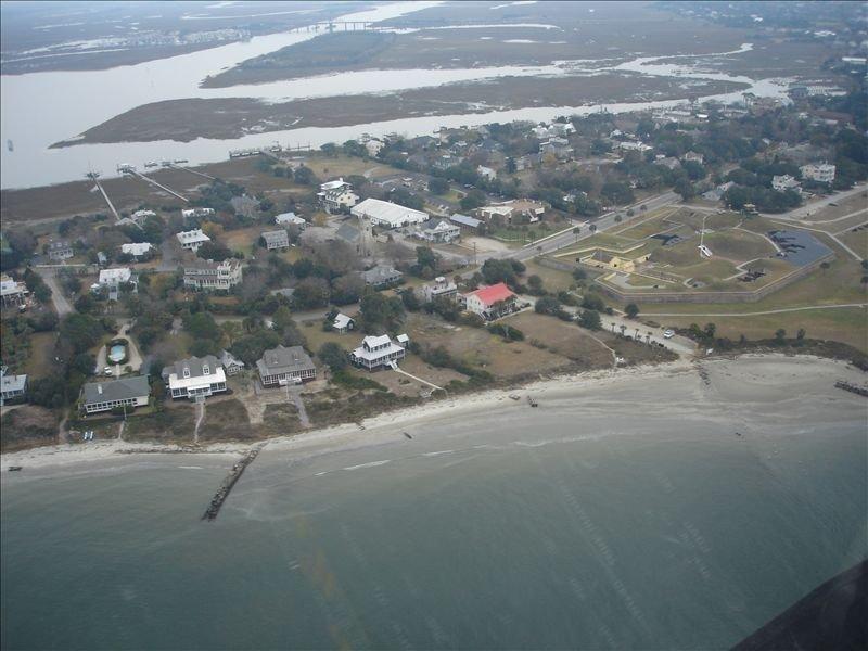 Free Wine at Check In, Beach Front, Charleston, SC -Best Sunset Views!, location de vacances à Sullivan's Island