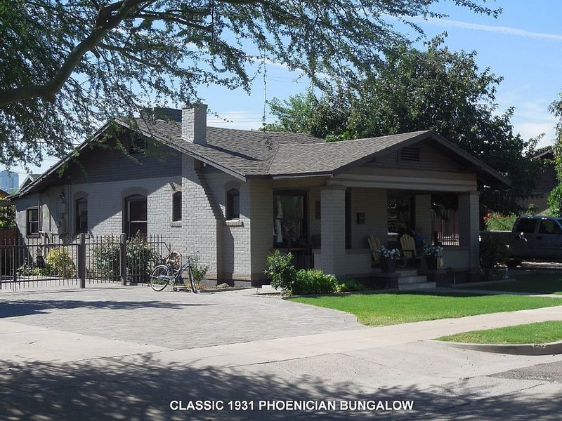 1931 Historic, Restored, Conveniently located, Downtown Phoenix Bungalow, alquiler de vacaciones en Phoenix