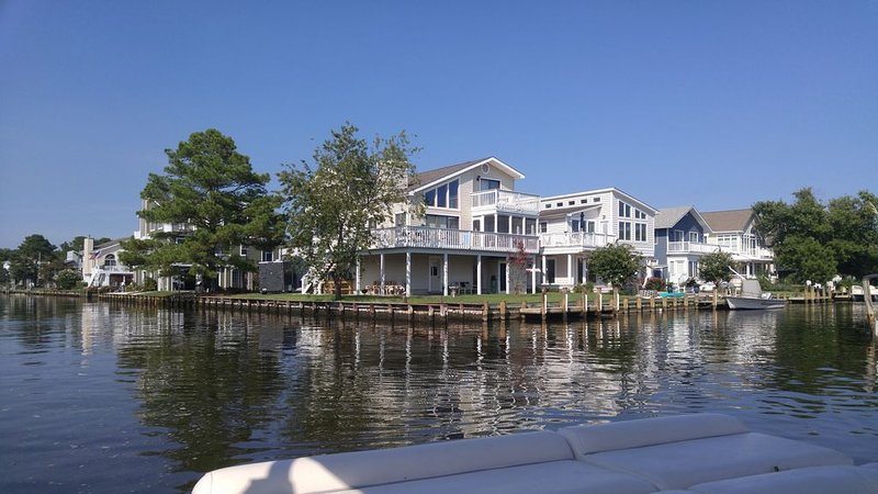 Waterfront corner property with boat dock, 2 blocks to beach, Free Beach Parking, holiday rental in Bethany Beach