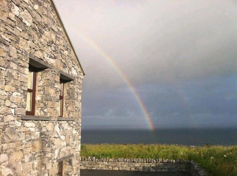 Directly on the Wild Atlantic Way,Free Wifi,Cable TV, 2 Fireplaces, vacation rental in Spiddal