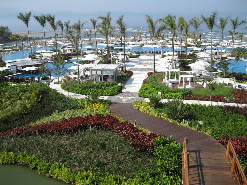 2020 Christmas and New Years, on the beach, pools, free golf, spa, and gym, holiday rental in Nuevo Vallarta