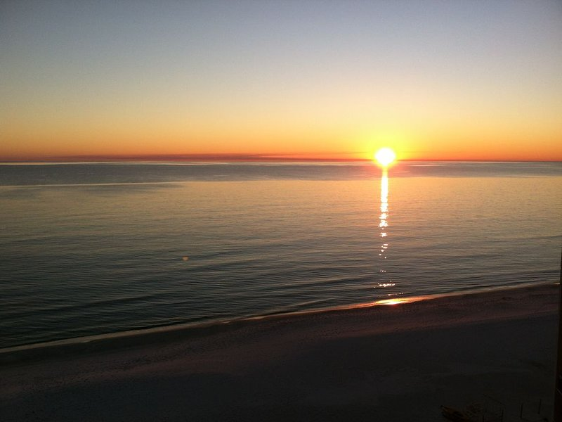 August still open and great time! Total renovation Fall 2019! Come to the beach!, holiday rental in Carillon Beach