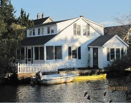 Waterfront Cottage With Yard==Minimum age is 30=AFTER 8 pm NOISE IS NOT ALLOWED, alquiler de vacaciones en Point Pleasant