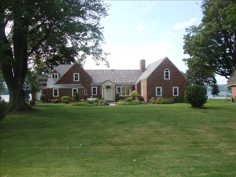 Luxurious Owasco Lake Front Home with Over 200 Feet of W/F, holiday rental in Ridgemont