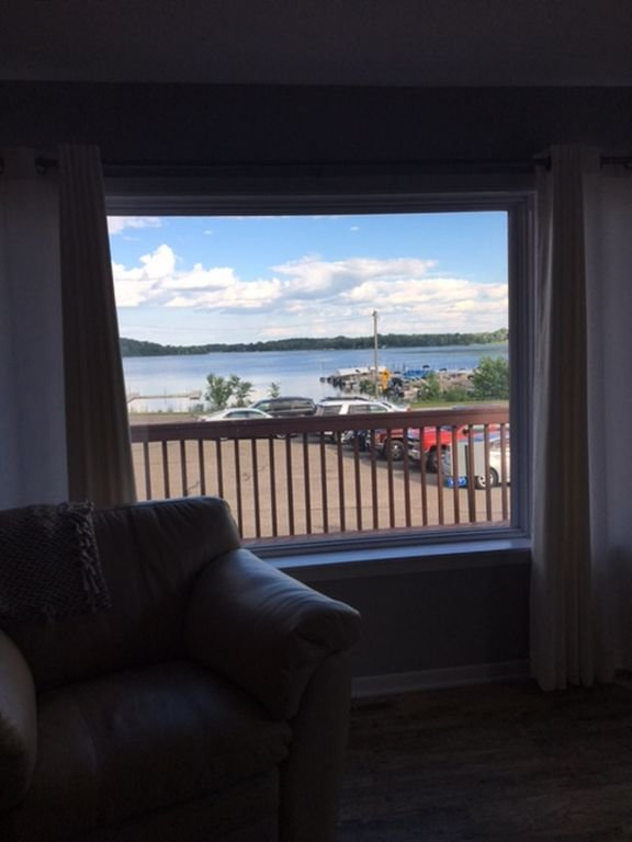 Vue sur le lac depuis le salon