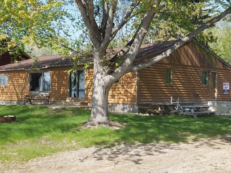 Full Home directly on lake, great for hunters!, vacation rental in Odessa