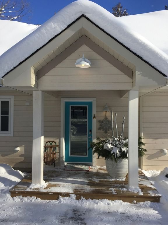 Welcome to your luxury winter retreat for family and friends at Peaks View.