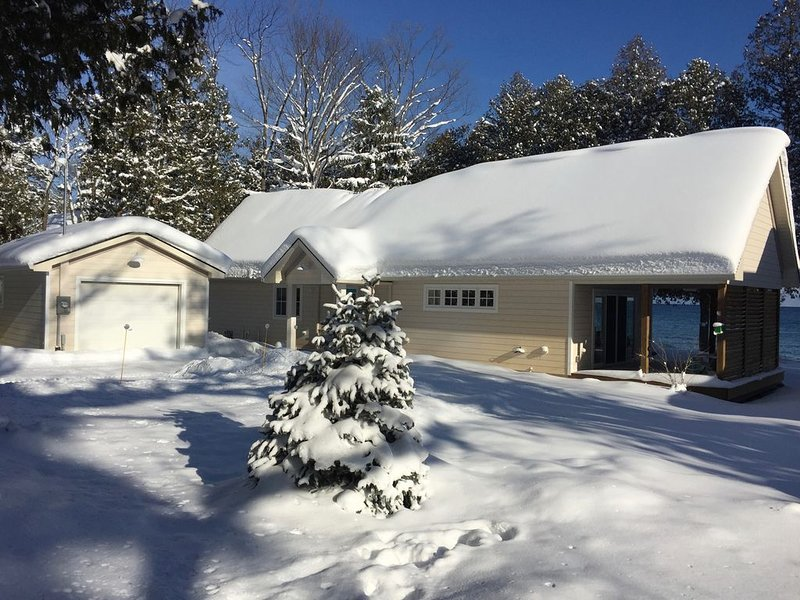 Waterfront Cottage Close To Ontario's Top Ski Resorts & Trails, holiday rental in Meaford