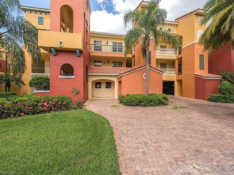 price reduced due to cancellation, Resort living at Rapallo at Coconut Point, holiday rental in Estero