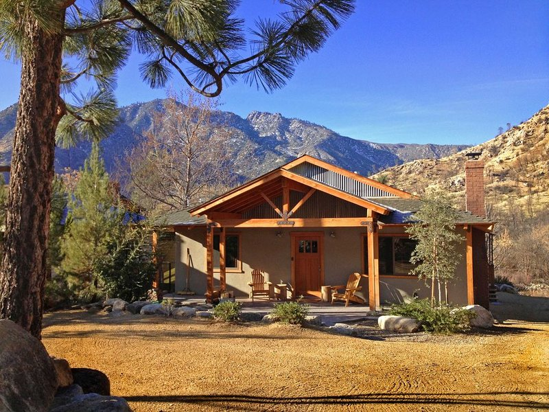 Riverfront Home on the Kern River in Kernville, alquiler vacacional en Posey