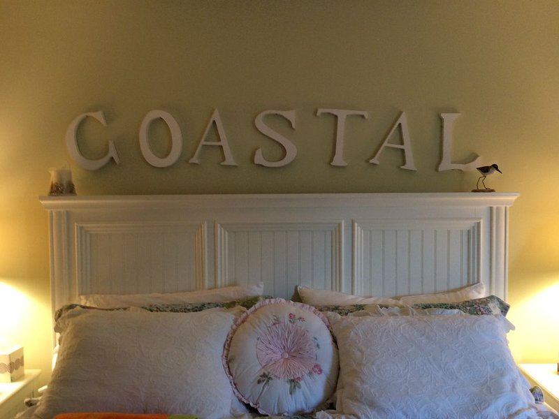 Sea Colony 4BR/3BA Unit  Singles Ct. Very close to the beach and marketplace ., holiday rental in Bethany Beach