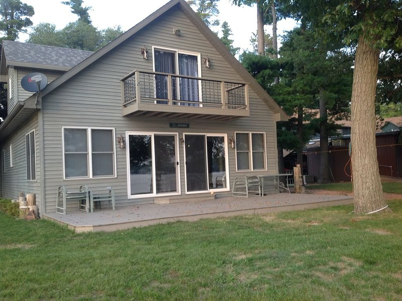 SILVER LAKE HOUSE - WAUTOMA, NEXT TO RESTAURANT, aluguéis de temporada em Mount Morris