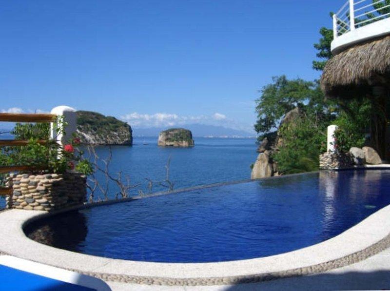 Casa Azul Profundo-Luxury Water Front Villa - 15 Bedrooms, Full Staff, holiday rental in Boca de Tomatlan