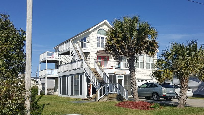 OCEAN VIEW - TWO JACUZZI'S  -  PET FRIENDLY -WLK TO NRBY REST...1014431 MINE ALS, holiday rental in Atlantic Beach