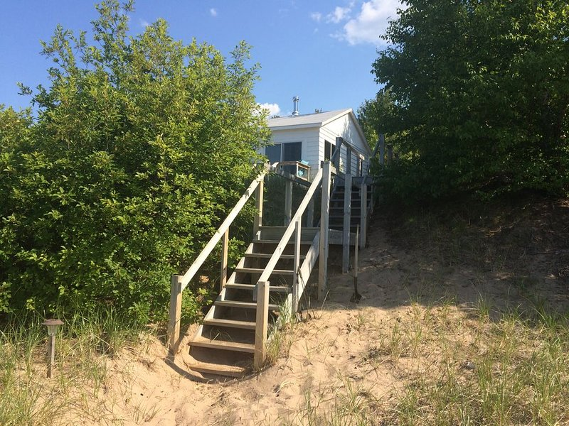Lake Superior Beach House on Beautiful Sugar Beach Very Nice, vacation rental in Marquette
