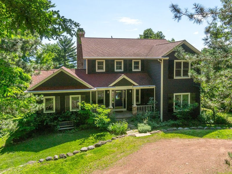 Family Retreat . Flat Sandy Bottom Lake Front Home On 107 Feet of Prime Frontage, holiday rental in Marquette