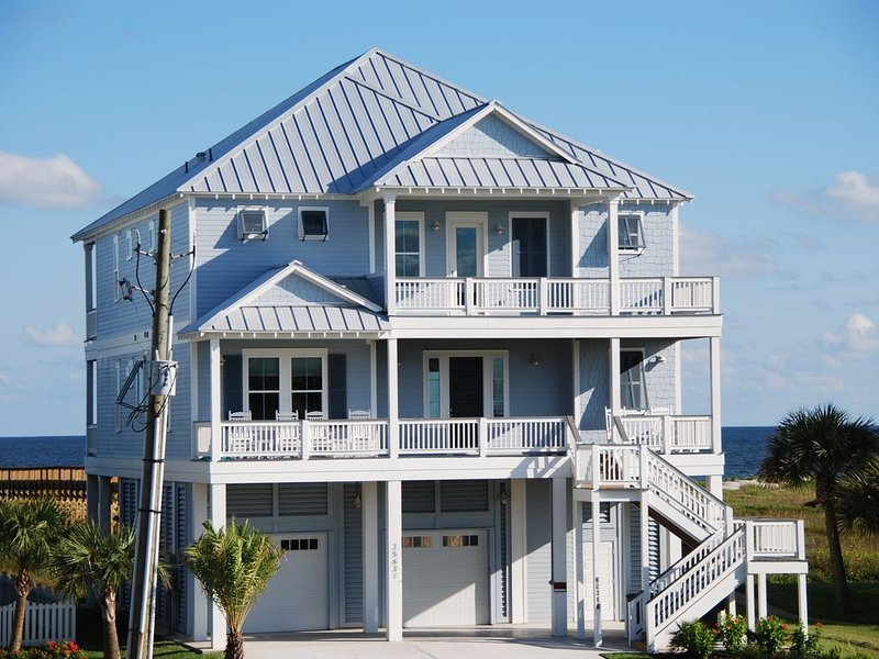New Luxurious Beachfront Home Next To Walkover, alquiler de vacaciones en Jamaica Beach