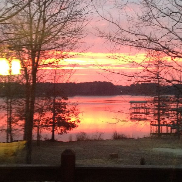 Beautiful Lakefront Getaway, casa vacanza a Cedar Bluff