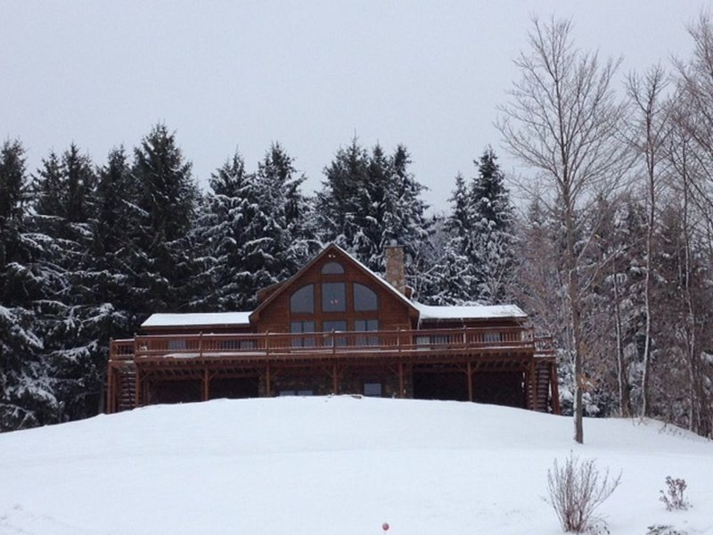Family Friendly Log House At Greek Peak Mountain Resort, vacation rental in Slaterville Springs