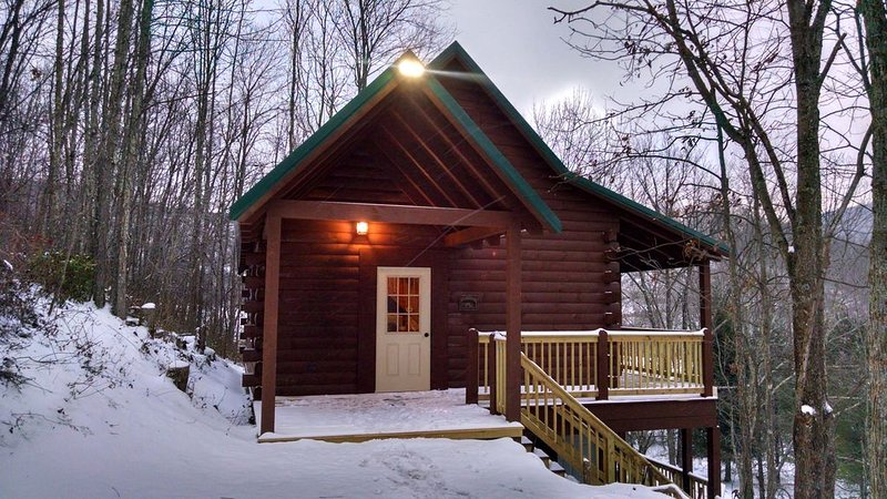 Mountain Mama's located 2 miles from Snowshoe Ski Resort entrance, location de vacances à Webster Springs