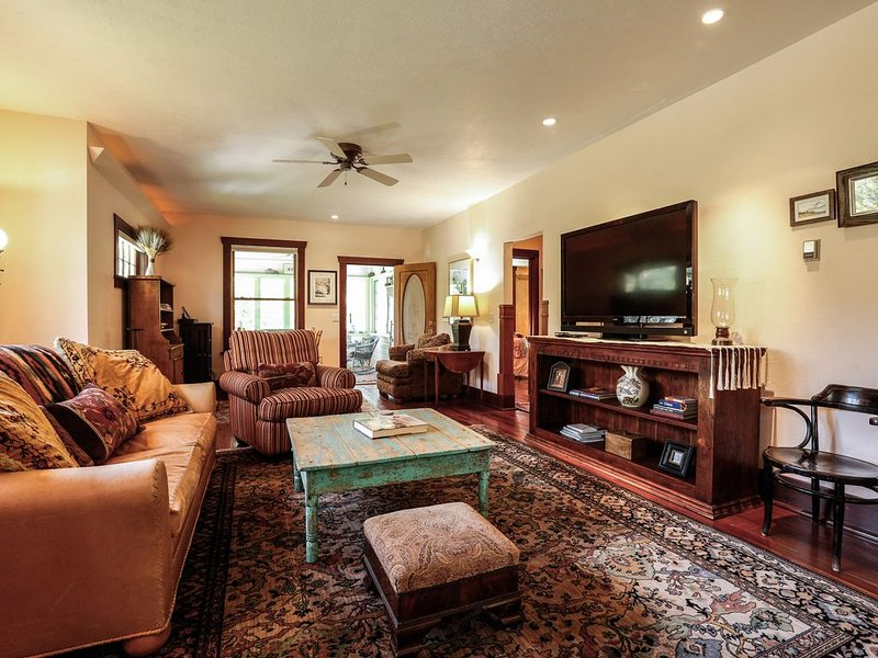 1908 Remodeled Home-Cozy, Relaxing, Private, Surrounded by Nature, alquiler de vacaciones en Glenwood Springs