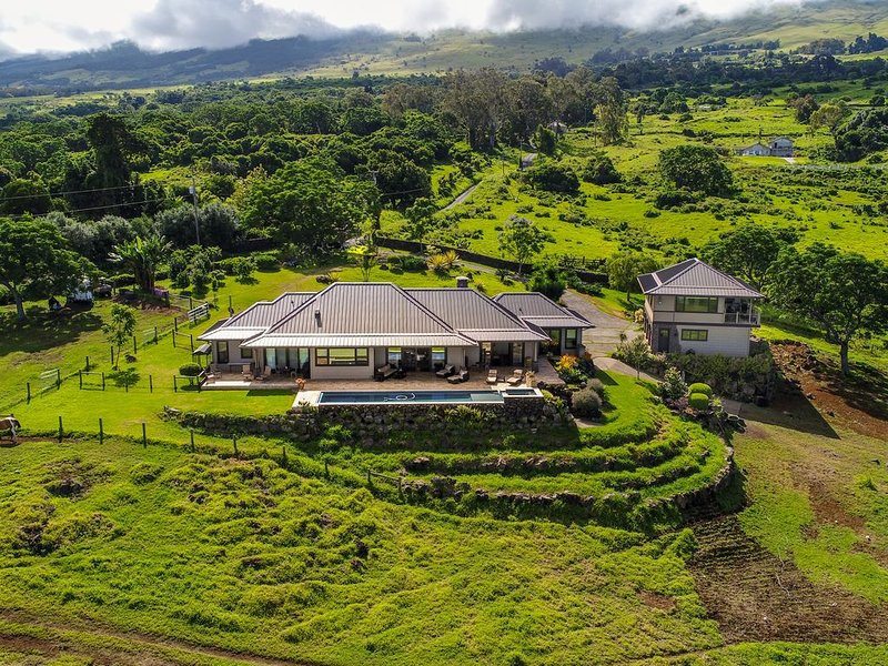 KULA LUXURY RETREAT WITH STUNNING OCEAN & MOUNTAIN VIEWS!, vacation rental in Haleakala National Park