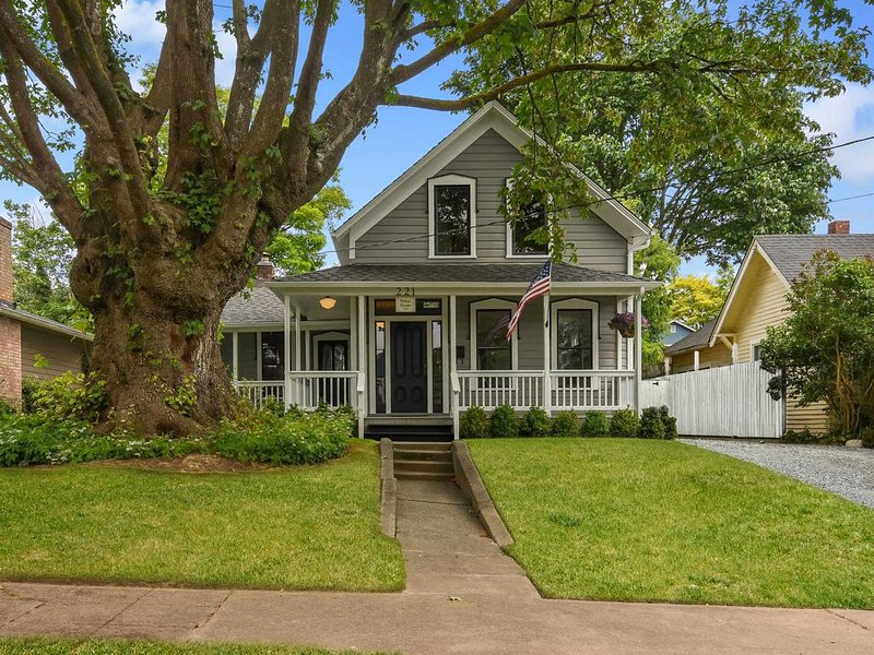{The Walton House-1889} A Historic Snohomish Home, vacation rental in Monroe