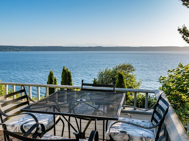 Biggest Ocean Views on Camano!  Watch whales, dolphins, eagles & more., location de vacances à Lakewood  Snohomish County