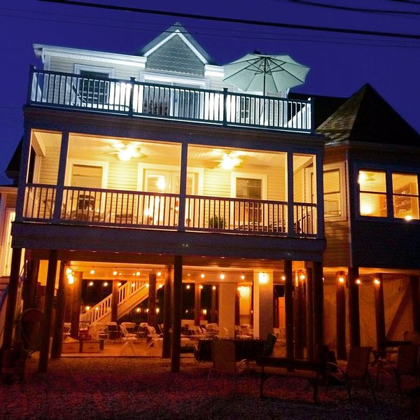 Upscale Barrier Island home 4 yrs old!  Walk to beach! Perfect for your family, holiday rental in Lavallette