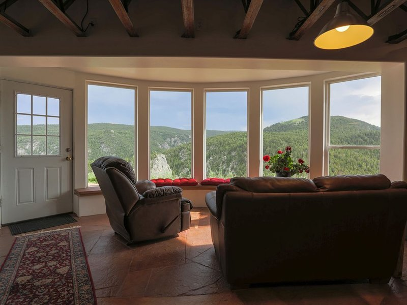 Peaceful Rocky Mountain Retreat * Dream Canyon w/ Panoramic views-20 min to Bldr, holiday rental in Boulder