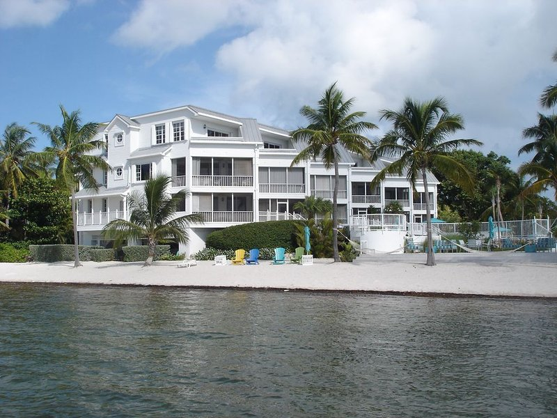 Sunrise Haven at Maison Matecumbe #306 - 3Bd, 3Ba Condo - Beach, Pool & Hot Tub, holiday rental in Matecumbe Key