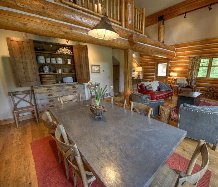 4 Bedroom Luxury Ski in/ Ski Out Powder Ridge Cabin W/ Hot Tub, Ferienwohnung in Big Sky