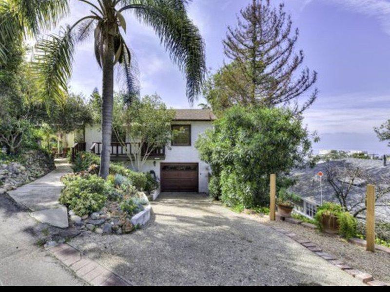 Ocean View Laguna Beach Cottage & Private Garden 600 ft to Thousand Steps Beach, location de vacances à Laguna Beach