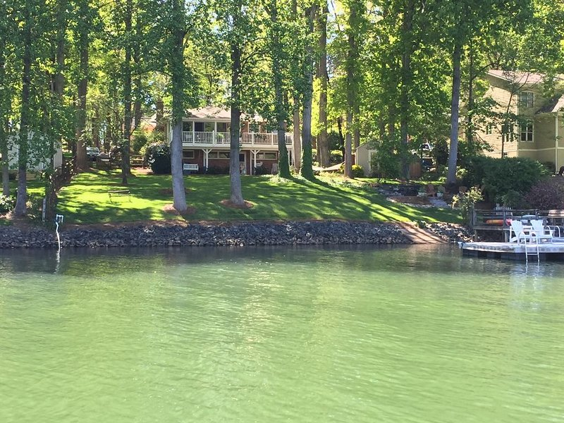 Charming Lake Norman Home- Beautiful Quiet Cove 'Great for Family's.', vacation rental in Mooresville