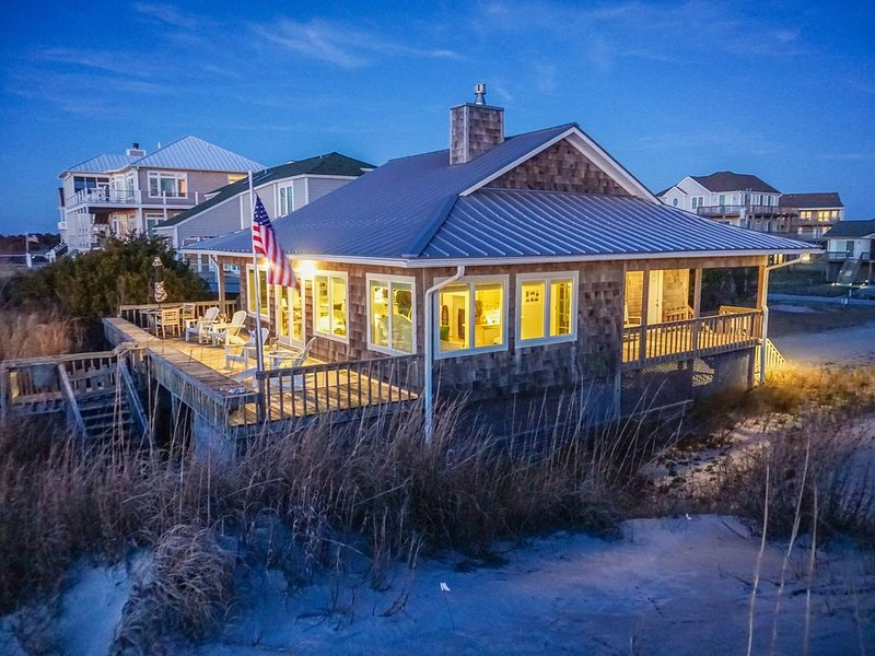 Oceanfront and Soundfront * The Point on Emerald Isle, holiday rental in Cedar Point