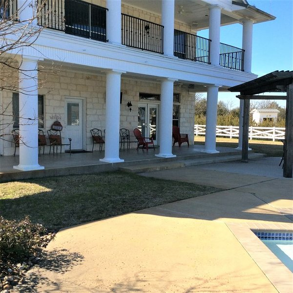 Family Gathering/Game Day/Wedding Venue in College Station with pool in country, holiday rental in College Station