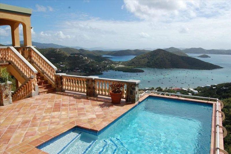 Sensational Views of Coral Bay and the BVI's, location de vacances à Coral Bay