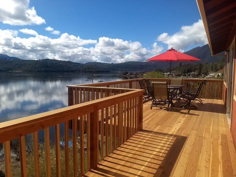Beautiful Lake Front house with Spectacular view,  new deck/private dock sleep 6, holiday rental in Soda Bay