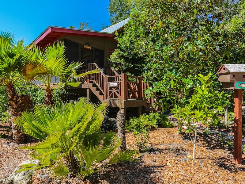 3rd NIGHT FREE!!  Redfish Lodge - Pool - Steinhatchee Landing -Sleeps 5, holiday rental in Steinhatchee