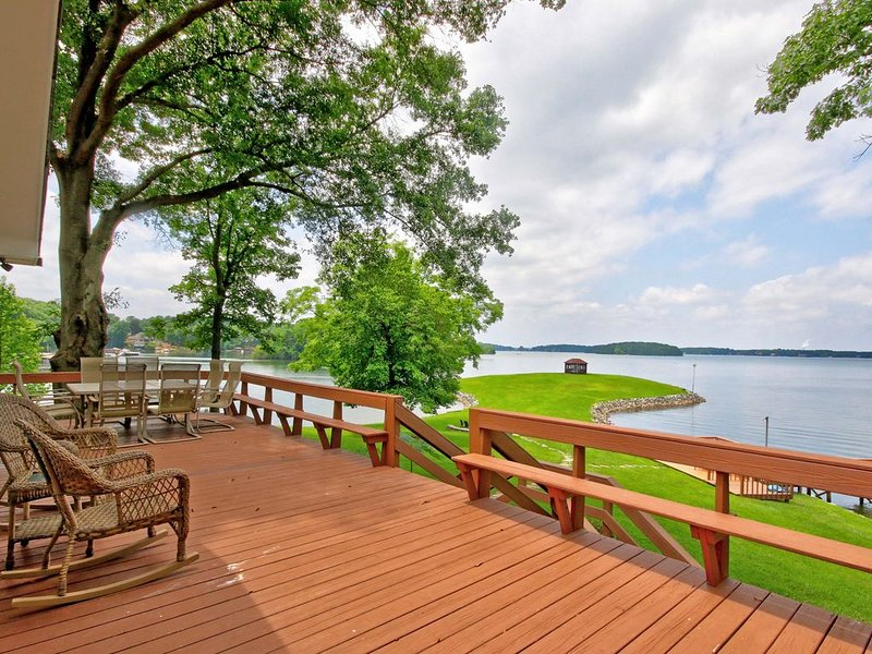 Beautiful Lake Front Home On Great Water!!, holiday rental in Lake Norman