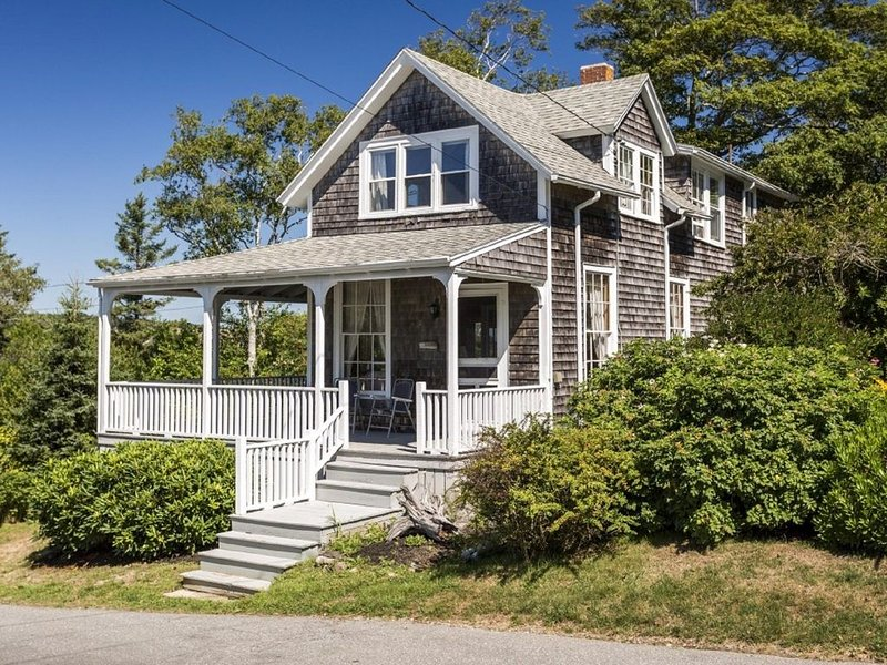 Darling Rustic Ocean Point Cottage, aluguéis de temporada em Squirrel Island