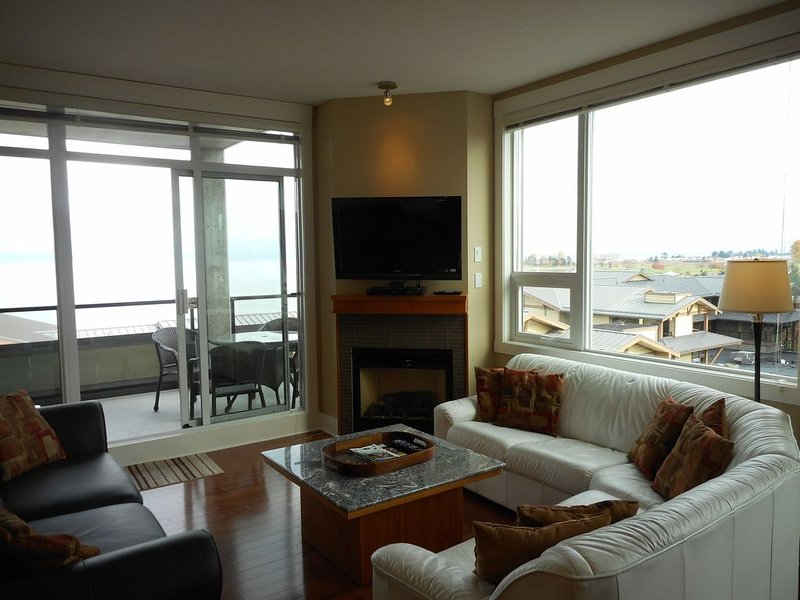 Luxury Oceanside 3 Bedroom Condo Parksville - Vancouver Island, holiday rental in Errington