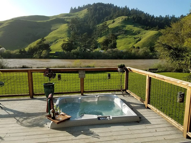 Riverfront-Redwood Sanctuary with Spectacular Views, holiday rental in Duncans Mills