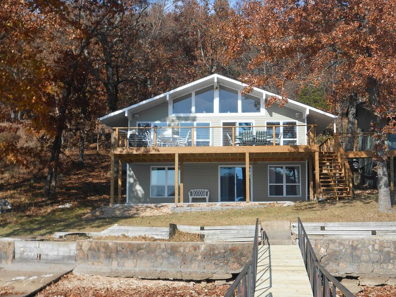 Awesome Lake View and Great Sunsets!!, vacation rental in Laurie