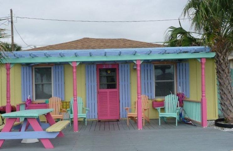 Adorable Tiki Cottage at Kure Beach, vacation rental in Kure Beach