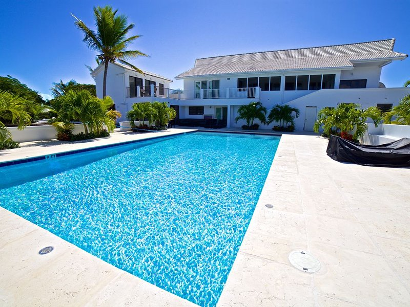 Newly Renovated 5 Bedroom 5 Bath Villa Spectacular Views Ocean, Beaches close!!!, alquiler de vacaciones en Leeward