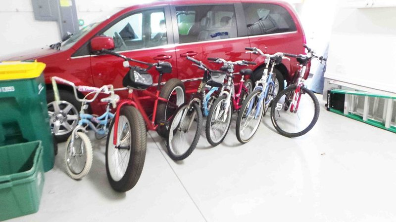 bicycles for 5 adults and 1 child.