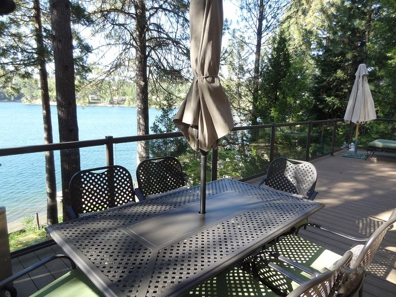 Waterfront Property With Panoramic View Of Pine Mountain Lake, holiday rental in Dogtown