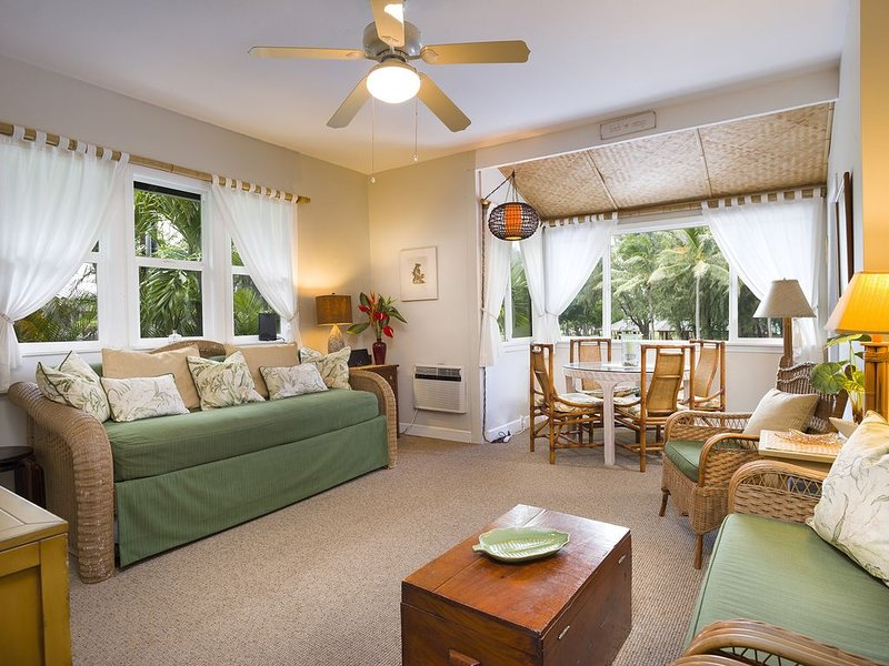 CHRISTMAS DATES AVAILABLE!! Prime Location Across from Kailua Beach Park w/AC, vacation rental in Kailua