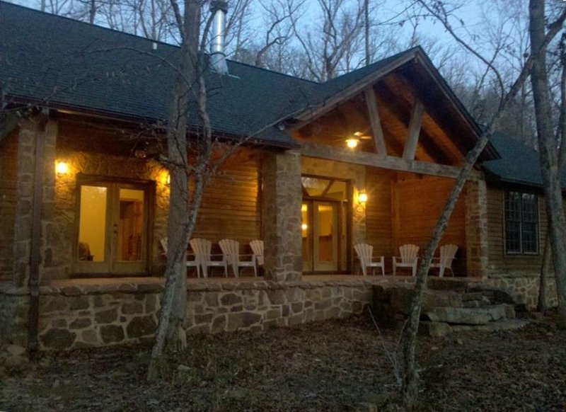 Woolly ****** River House On the Little Red and next to the Lake., casa vacanza a Tumbling Shoals
